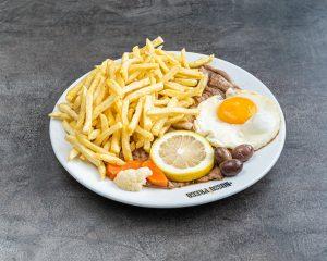Prego no prato com ovo